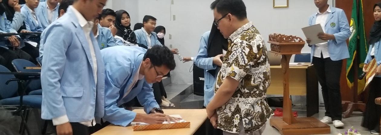Dekan FK Unri Lantik Gubernur Mahasiswa Periode 2020